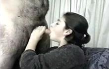Arabian MILF giving oral pleasure