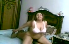Horny Arab BBW nailed on the bed
